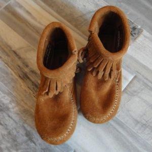 Toddler Suede Minnetonka Booties Size 6 EUC!